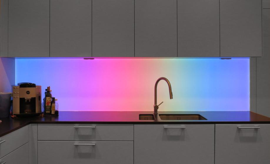 LED-Flächenlicht RGB-dynamisch als Küchenrückwand