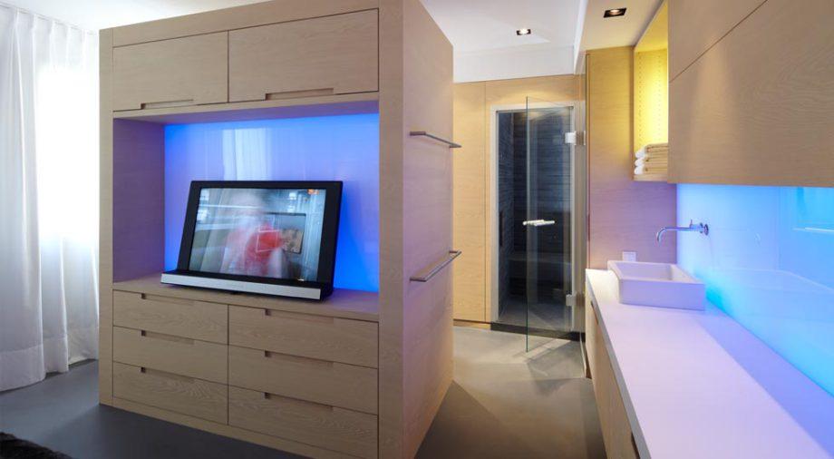 LED-Flächenlicht RGB-W im Möbelbau